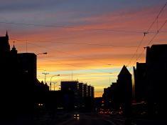 Miasto o świcie. Święty Marcin.