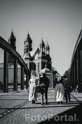Spacerkiem przez most