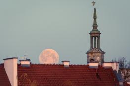 Pełnia księżyca nad Starym Rynkiem