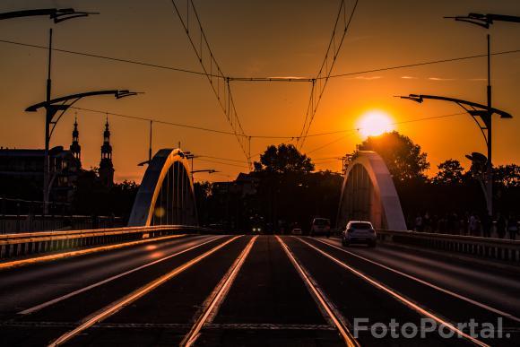Zachód słońca nad miastem