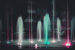Magia świateł - Fontanna w parku Ratajskim