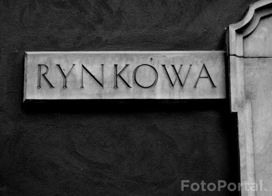 Tabliczka na ulicy Rynkowej