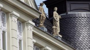 Posągi