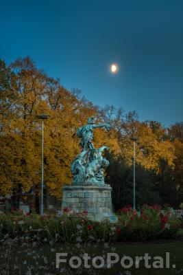 Orfeusz i Andromeda w blasku Księżyca