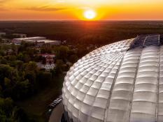 Stadion kładzie się spać
