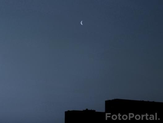 Księżyc nad blokami