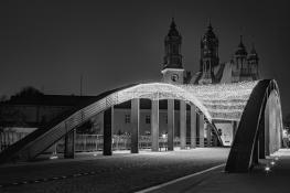Katedra nocą - czarno-białe