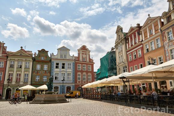 Słoneczny dzień na Starym Rynku