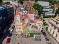 Słynny mural z innej perspektywy