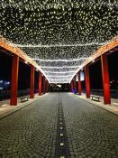 Świąteczny korytarz świateł