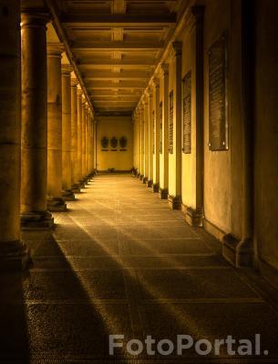 Musi być dość światła, aby widzieć przy nim ciemność. / klasztor oo. Dominikanów