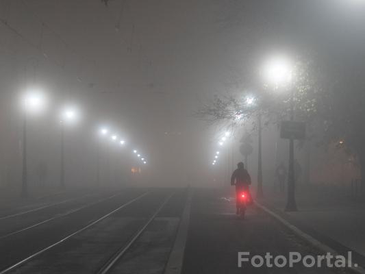 Mgła spowiła miasto | Most Teatralny