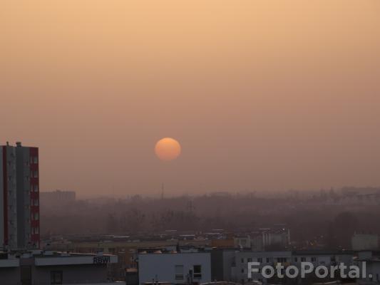 Zachód Słońca z saharyjskim pyłem  25 luty 2021