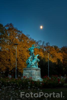 Łazarski Perseusz w świetle jesiennego Księżyca