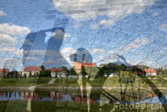 Widok na katedrę i cień roweru :)