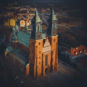 Wiosenna katedra o zachodzie