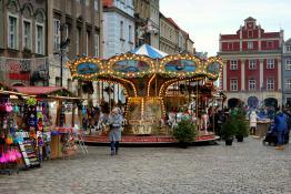 Przedświątecznie - karuzela na Starym Rynku