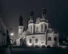 Poznańska katedra nocą